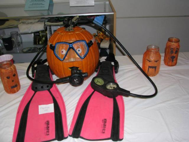 scuba pumpkin